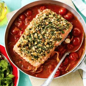 Krispig örtlax med tomatsås recept